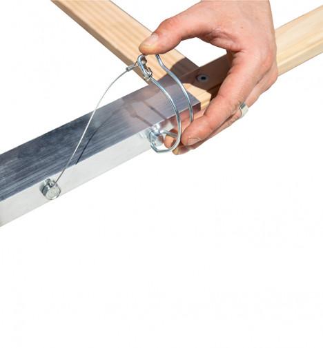 Montage étape 2 Echelle plate de toit en bois pour couvreur 5m Hailo Safety Roof