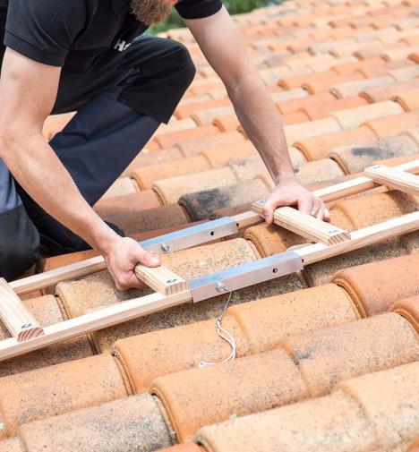 Fixation echelle de toit en bois pour couvreur 4m avec crochet de faitage Hailo Safety Roof étape 2
