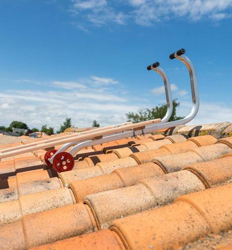 Fixation crochet echelle plate de toit en bois pour couvreur 5m Hailo Safety Roof étape 1