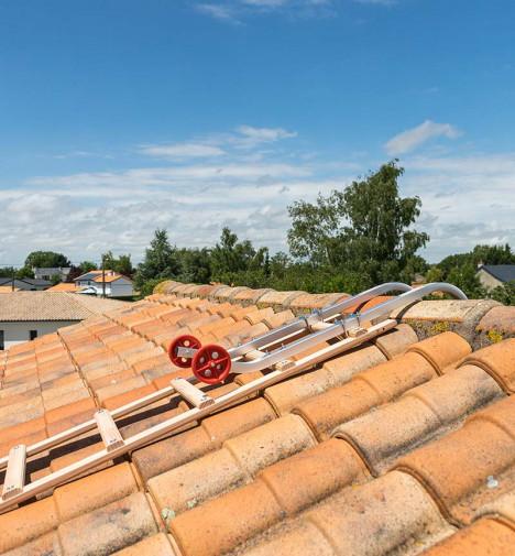 Fixation crochet echelle plate de toit en bois pour couvreur 5m Hailo Safety Roof étape 4
