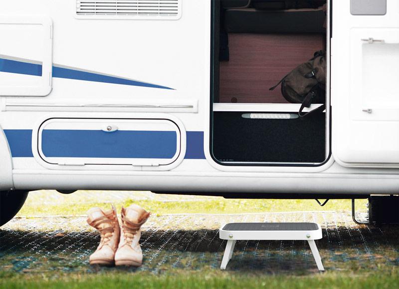 marche pied plastique pour camping car hailo